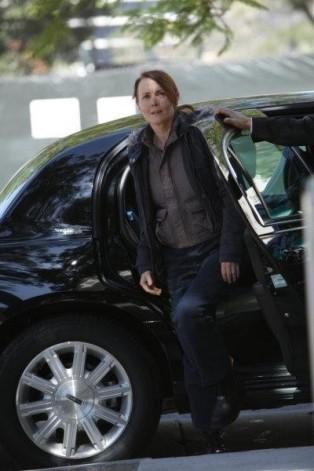 Laura Innes nell'episodio Casualties of War di The Event