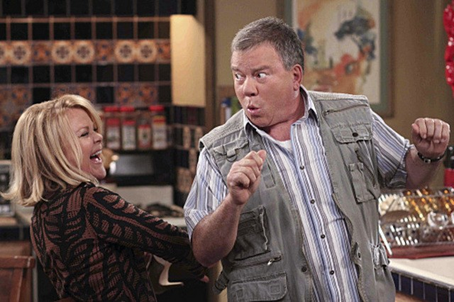 Stephanie Faracy e William Shatner nell'episodio Code Ed di $#*! My Dad Says