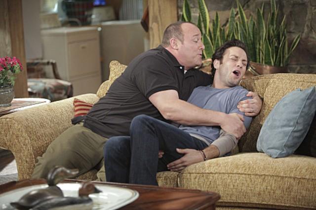 Will Sasso e Jonathan Sadowski nell'episodio Wi-Fight di $#*! My Dad Says