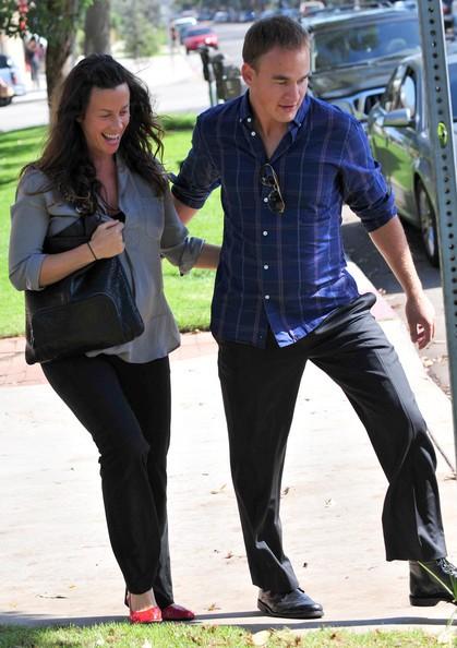 Alanis Morissette e il marito lasciano un ufficio medico a Santa Monica