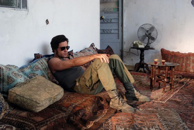 Edgar Ramirez in una immagine del film Carlos di Olivier Assayas.