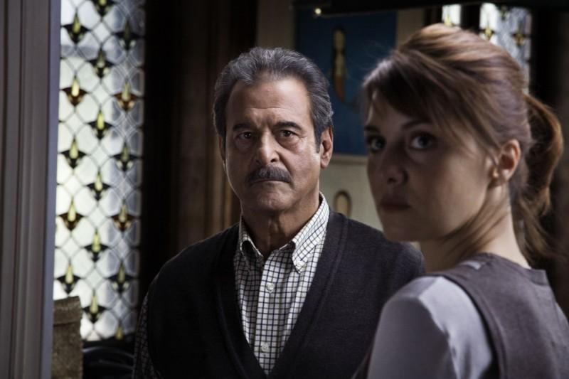 Ennio Fantastichini (al centro) in una scena del film tv Le cose che restano