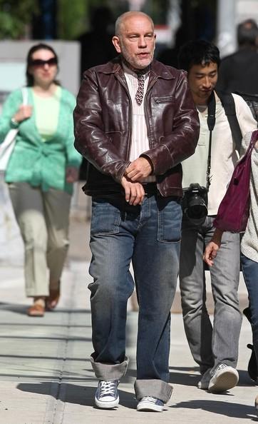 John Malkovich durante un servizio fotografico nel quartiere Soho in New York City