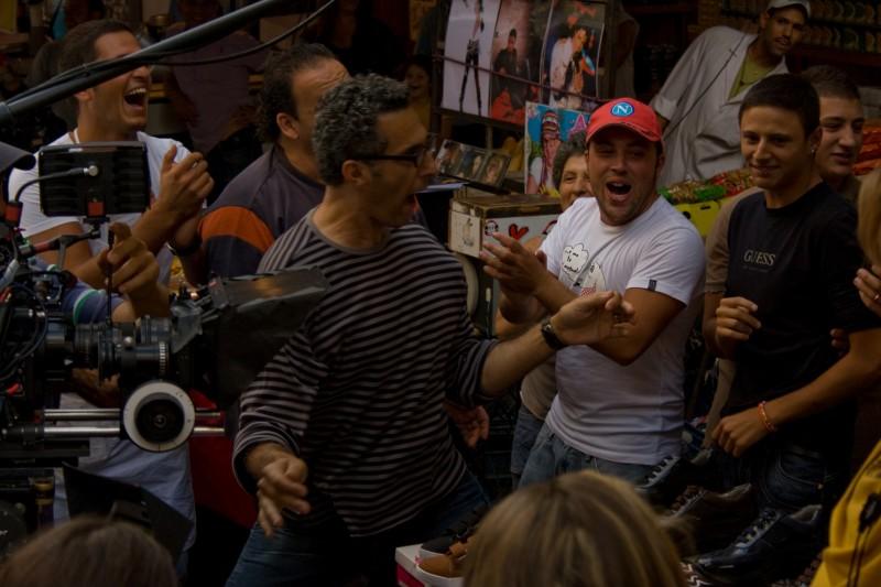 John Turturro sul set del suo flm Passione tra i vicoli di Napoli