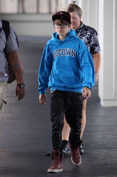 Justin Bieber si prepara a partire dall'aeroporto