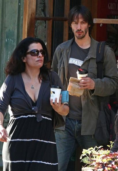 Keanu Reeves prende un caffè con un amica nel West Village