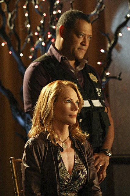 Laurence Fishburn e Marg Helgenberger nell'episodio Blood Moon di CSI