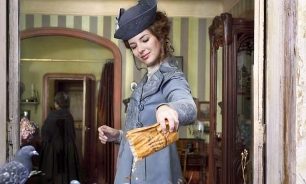 Louise Bourgoin in una scena del film Adele e l'enigma del faraone