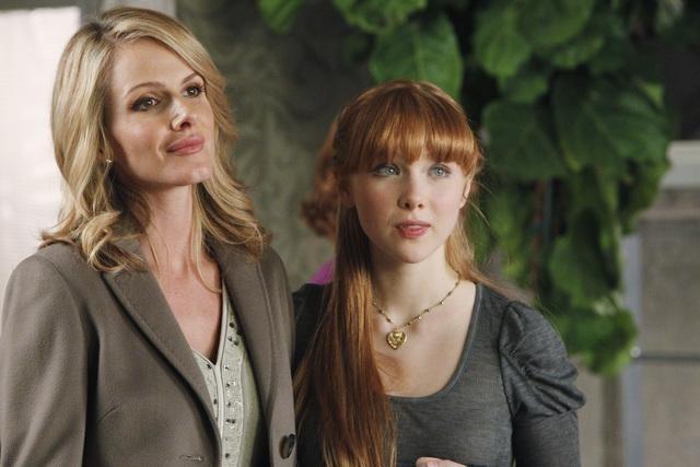 Molly C. Quinn e Monet Mazur in una scena dell'episodio Anatomy of a Murder di Castle