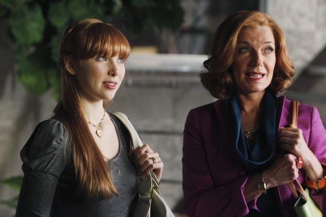 Molly C. Quinn e Susan Sullivan nell'episodio Anatomy of a Murder di Castle