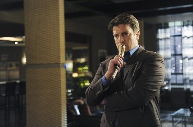 Nathan Fillion in una scena dell'episodio Punked di Castle