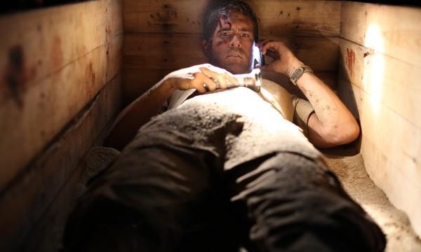 Ryan Reynolds, intrappolato in uno spazio rettangolare nel film Buried