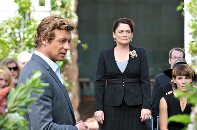Simon Baker e Cristine Rose nell'episodio Pink Channel Suit di The Mentalist