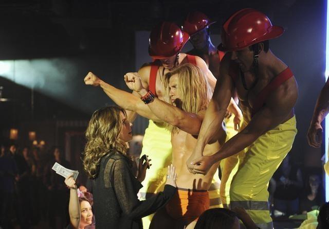 Stana Katic in un momento dell'episodio Almost Famous di Castle