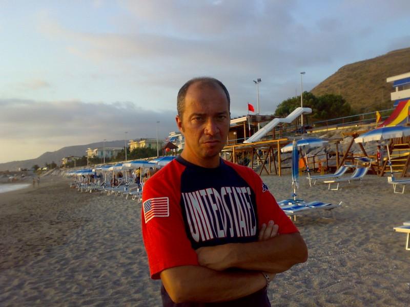Arturo Gambardella in spiaggia