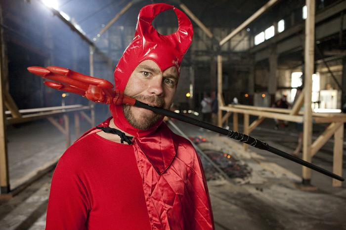 Chris Pontius in una scena di Jackass 3-D