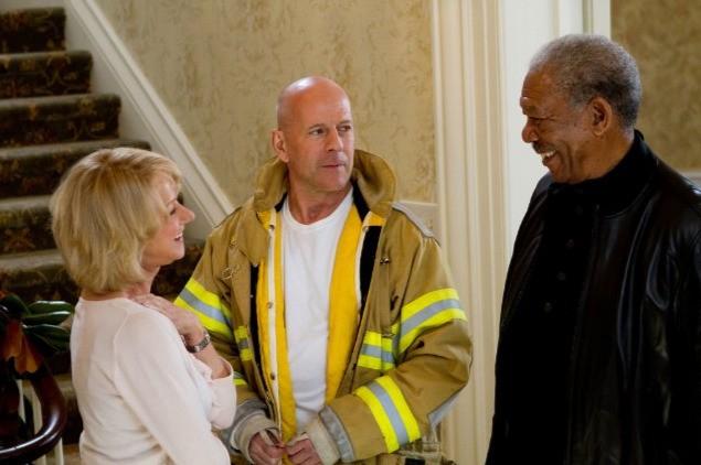 Helen Mirren, Bruce Willis e Morgan Freeman in una scena del film Red