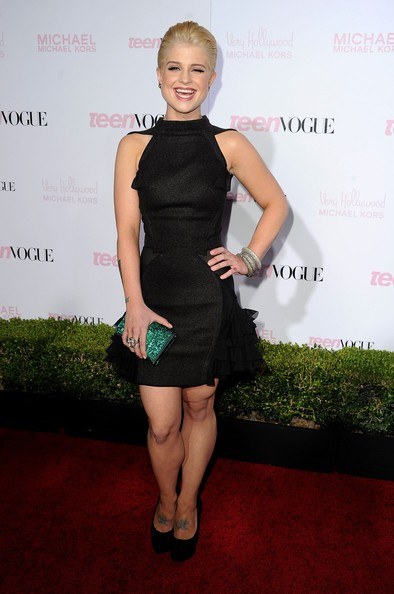 Una sorridente Kelly Osbourne ad un evento mondano