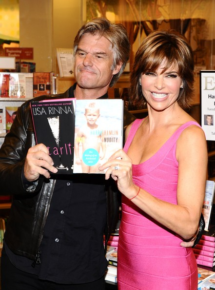 Harry Hamlin e Lisa Rinna promuovono i loro libri in una libreria di Los Angeles