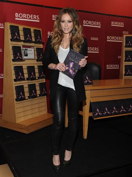 Hilary Duff promuove il suo libro: 'Elisir' nel Borders Books e Music di New York City