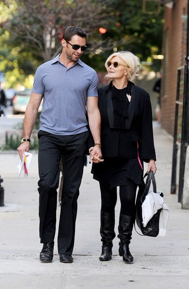 Hugh Jackman e la moglie Deborra-Lee Furness tornano a casa tenendosi per mano