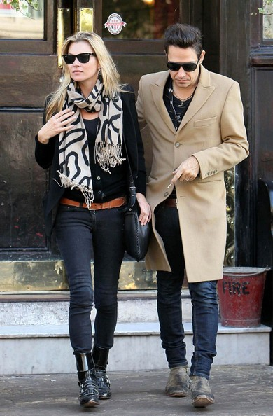 Kate Moss e Jamie Hince lasciano il Cow Bar a Notting Hill