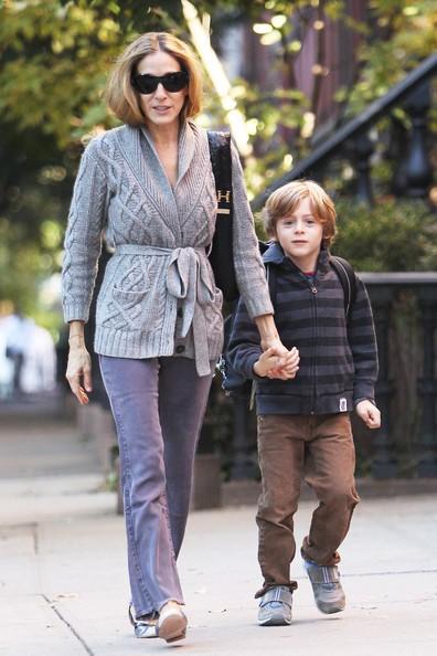 Sarah Jessica Parker col figlio James mentre lo accompagna a scuola, a New York