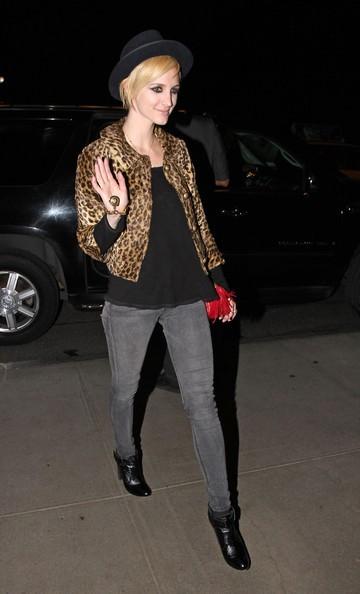Ashlee Simpson arriva al suo nuovo albergo di New York