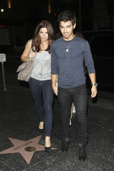 Ashley Greene e Joe Jonas mano nella mano per la cena al ristorante Katsuya di Hollywood