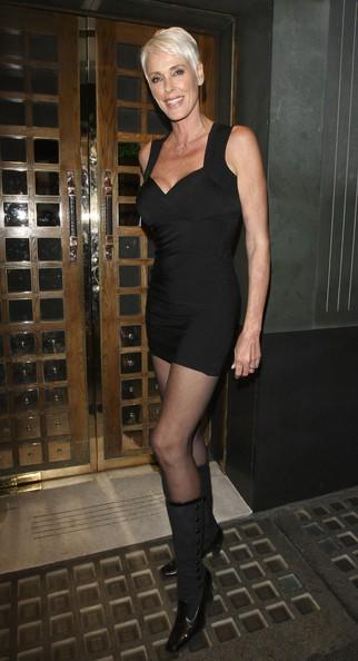 Brigitte Nielsen con un mini abito al ristorante Ivy di Londra