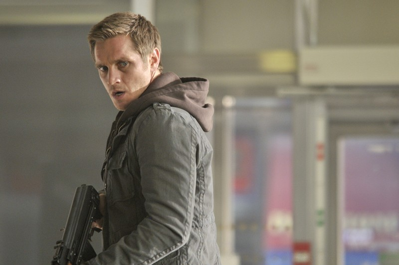 Devon Sawa in una scena dell'episodio The Guardian di Nikita