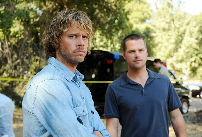 Eric Christian Olsen e Chris O'Donnell in un momento dell'episodio Little Angels di NCIS: Los Angeles