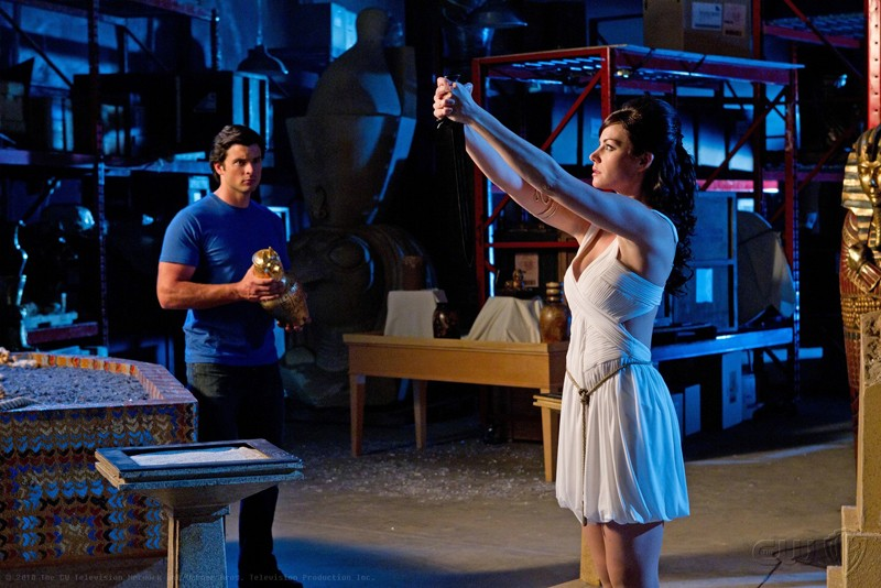 Erica Durance e Tom Welling in un momento dell'episodio Isis di Smallville