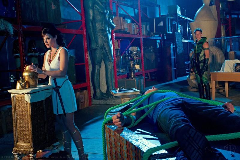 Erica Durance, Justin Hartley e Tom Welling legato, nell'episodio Isis di Smallville