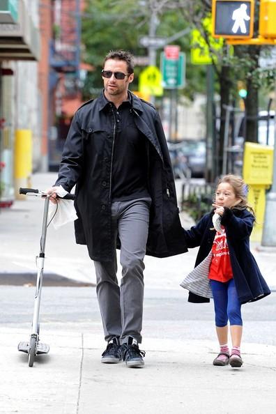 Hugh Jackman passeggia con la figlia Ava