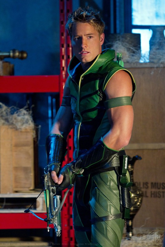 Il bel Justin Hartley nei panni di Freccia Verde nell'episodio Isis di Smallville