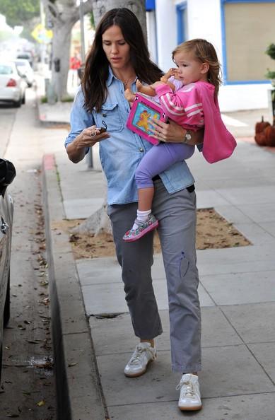 Jennifer Garner e la figlia Seraphina Affleck prende un caffè in Santa Monica