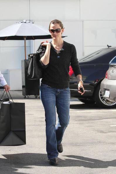 Jennifer Garner va verso la sua auto dopo lo shopping da Chanel a Beverly Hills