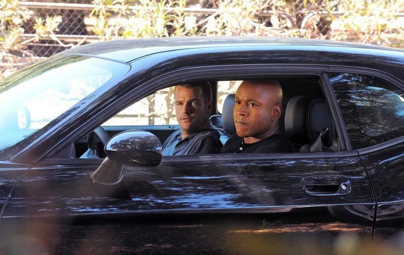 LL Cool J e Chris O'Donnell appostati in auto nell'episodio Little Angels di NCIS: Los Angeles