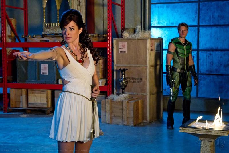 Lois (Erica Durance) usa i suoi poteri nell'episodio Isis di Smallville