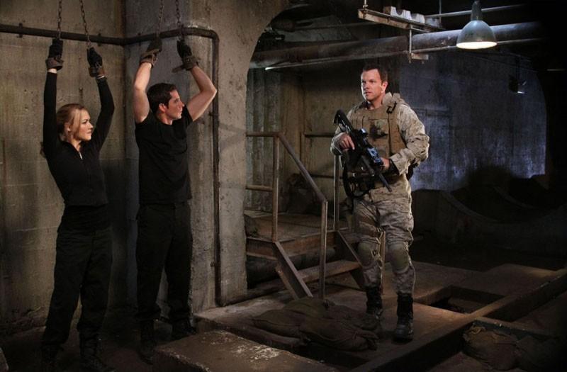 Zachary Levi, Yvonne Strahovski e Adam Baldwin nell'episodio Chuck Vs. The Couch Lock