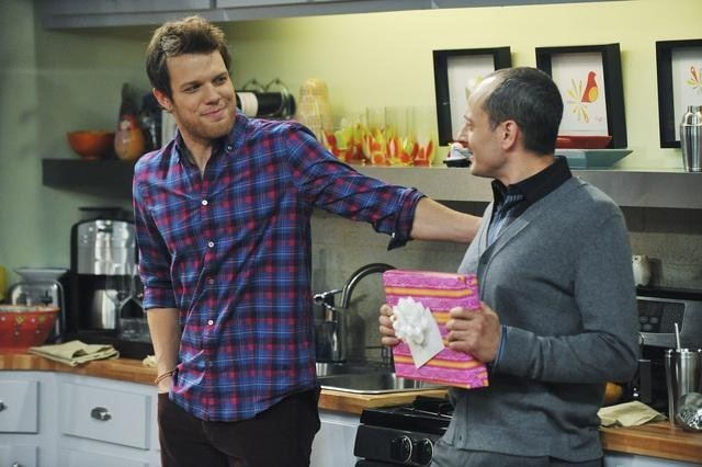 Jake Lacy e Jonathan Slavin in Better With You  nell'episodio Better With Halloween