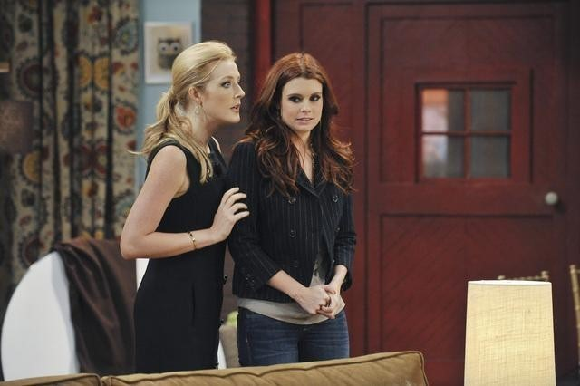 Jennifer Finnigan e Joanna Garcia in Better With You  nell'episodio Better With Halloween