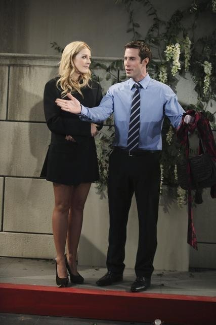 Jennifer Finnigan e Josh Cooke in Better With You nell'episodio Better With Fighting