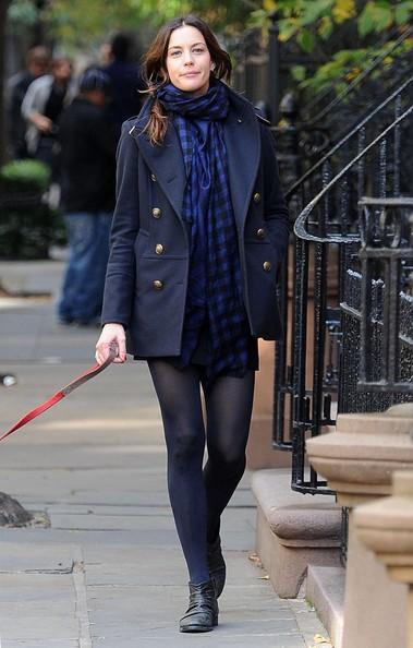 Liv Tyler porta il cane a fare una passeggiata per il West Village
