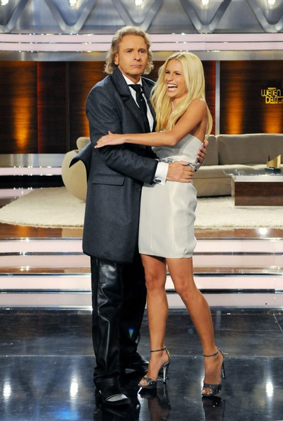 Una splendida Michelle Hunziker accanto a Thomas Gottschalk, conduttore dello show tedesco Wetten Dass..?