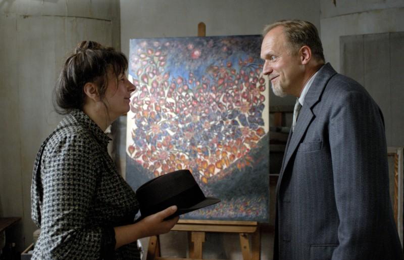 Yolande Moreau ed Ulrich Tukur in una scena di Séraphine