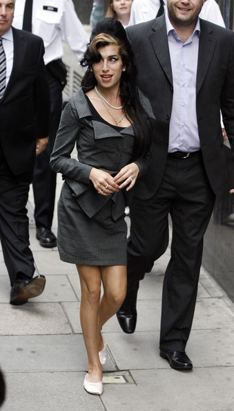 Amy Winehouse si reca in tribunale per un'udienza (2009)