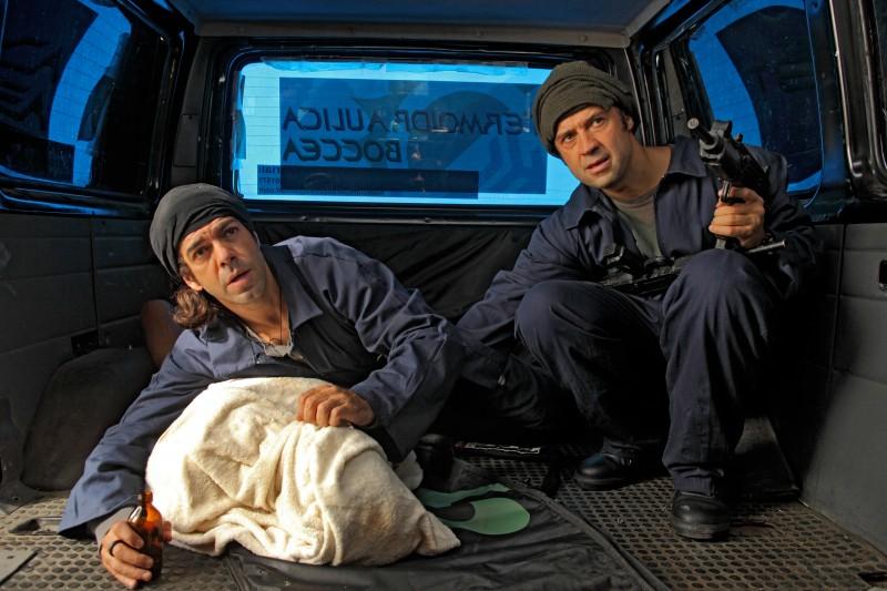Pierfrancesco Favino e Fabio Volo in una scena di Figli delle stelle