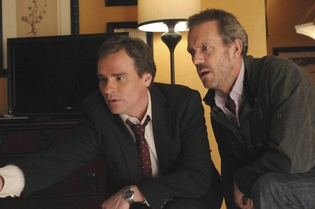Robert Sean Leonard e Hugh Laurie in Dr House: Medical Division nell'episodio Unplanned Parenthood